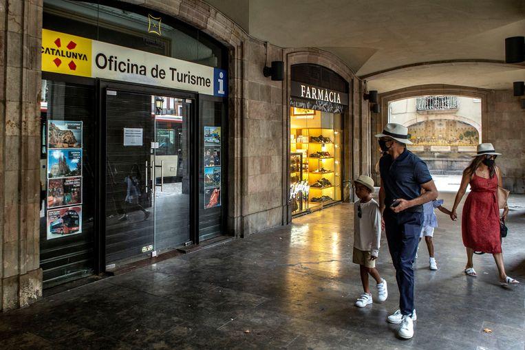 Voor Barcelona ging het reisadvies maandag naar 'oranje' omdat het aantal coronabesmettingen in de stad en de omliggende regio toeneemt.  Beeld EPA