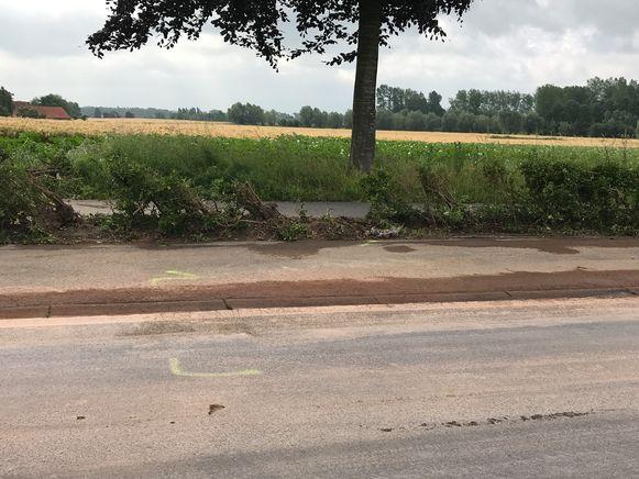 In de Keibergstraat zijn de sporen van het ongeval nog duidelijk te zien.