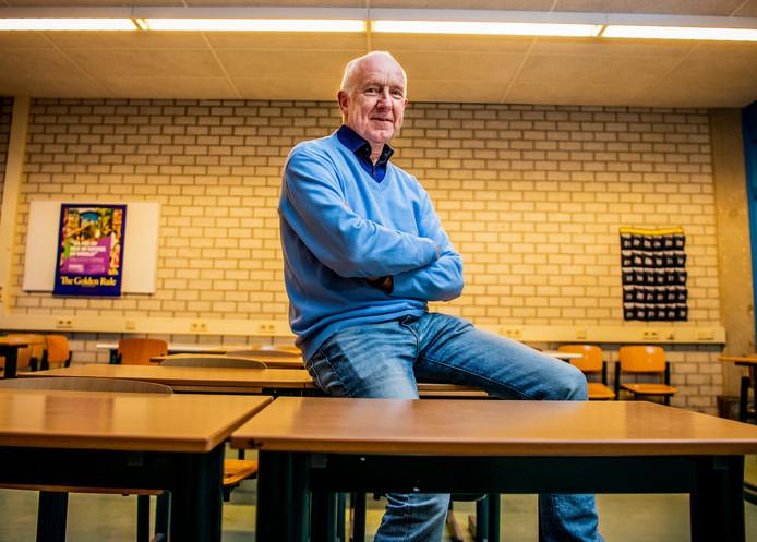 Voorzitter Peter de Klerk van Stichting Zuiderlokaal in het Vreewijk Lyceum, waar Zuiderlokaal twee avonden in de week huiswerkbegeleiding en extra taallessen geeft.