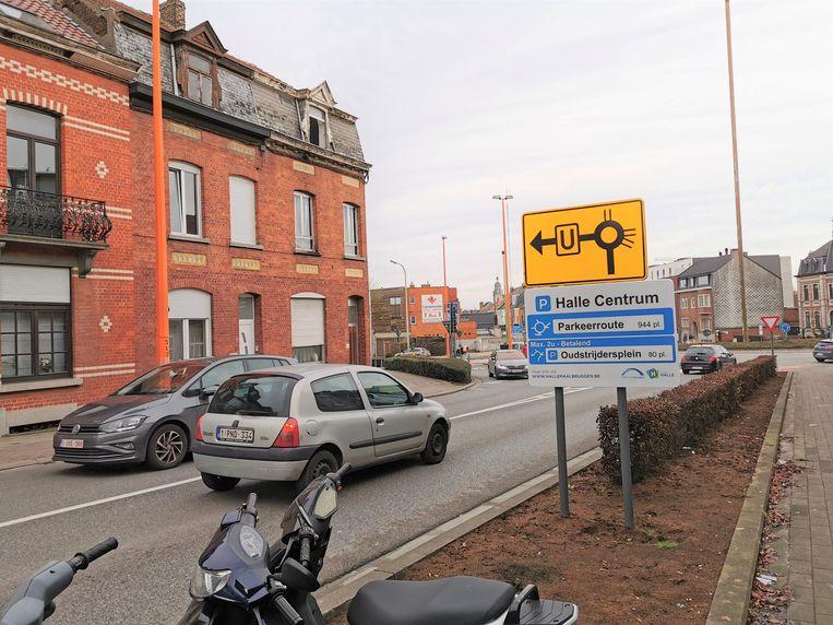 Onder andere de borden van de bewegwijzerde parkeerroute in Halle werden al geplaatst.