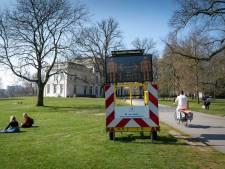 Politie verscheurt boetes voor stelletjes in Park Sonsbeek die samenwonen