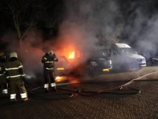 Auto in brand op parkeerplaats bij Theater De Lievekamp in Oss