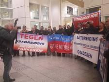Demonstratie in hal stadhuis: 'betaald parkeren? Nee, nee, nee!'