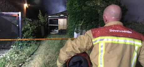 Schuur uitgebrand aan Halvemaanstraat in Eindhoven, vermoedelijk asbest vrijgekomen