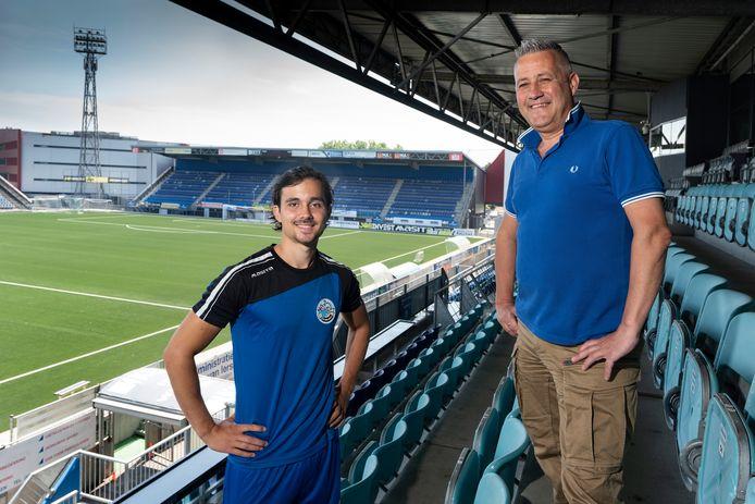 Studiebegeleider Ivo van Harmelen (rechts) met Mats Deijl, student en voetballer bij FC Den Bosch.