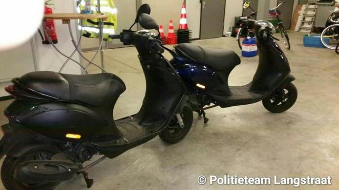 De 2 gestolen scooters weden teruggevonden en de politie kon 3 verdachten aanhouden.