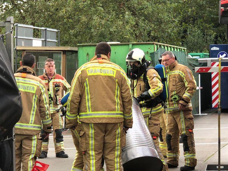 De brandweer neutraliseerde het lek met een poeder.