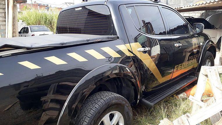 De daders hadden zich vermomd als federale agenten en gebruikten een pick-up die op een politiewagen leek.