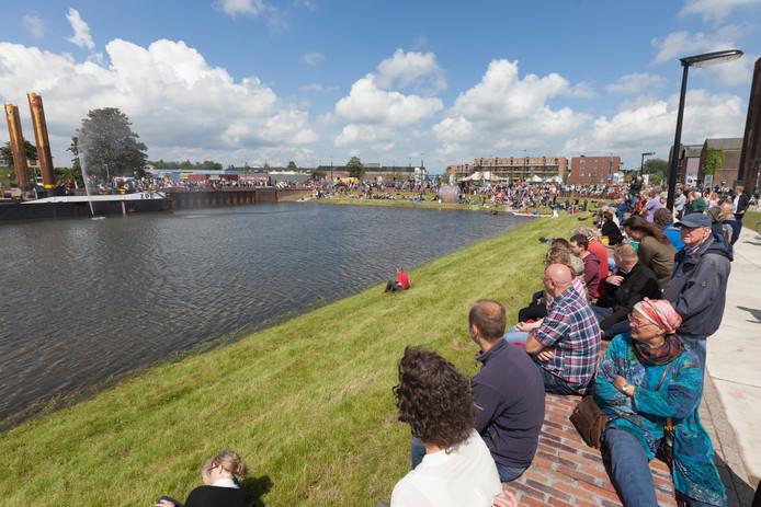 In juni 2016 werd de Noorderhaven spectaculair geopend met een groots feest - kosten 26.000 euro. Een jaar later kunnen schepen nog altijd niet aanmeren.