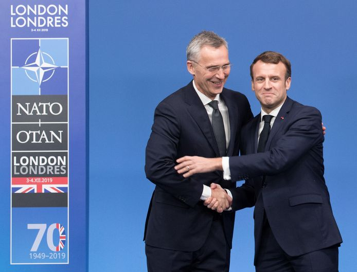 NAVO-baas Jens Stoltenberg met de Franse president Emmanuel Macron.