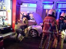 Geparkeerde auto in Enschede vat vlam
