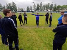 Scheidsrechtercursus bij VV Virtus Zevenbergen: 'Ik wil best Eredivisie fluiten'