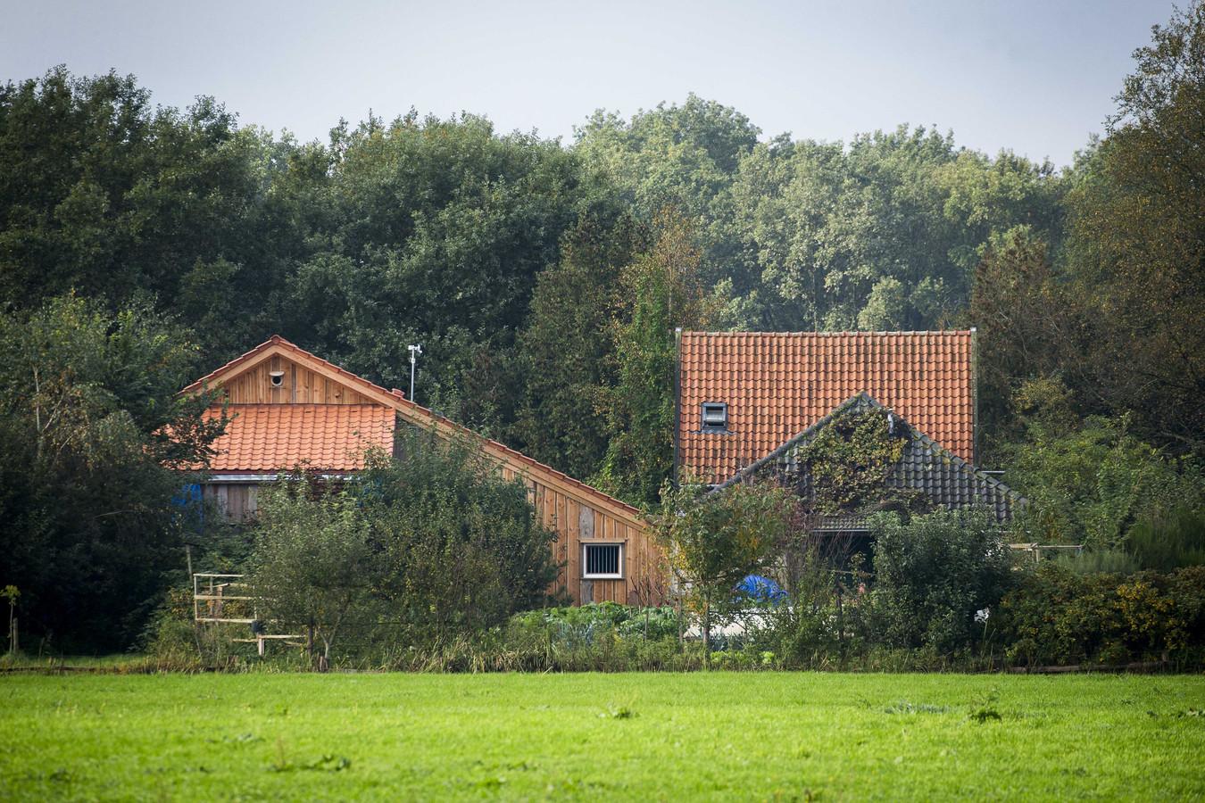 De boerderij in Ruinerwold waar het gezin werd gevonden.