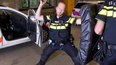 politieagenten-krijgen-vanaf-2018-een-uitschuifbare-wapenstok