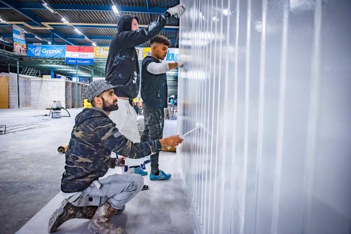 Bij de Energieacademie krijgen kansarme jongeren en volwassenen de kans om aan het werk te gaan in de bouw.