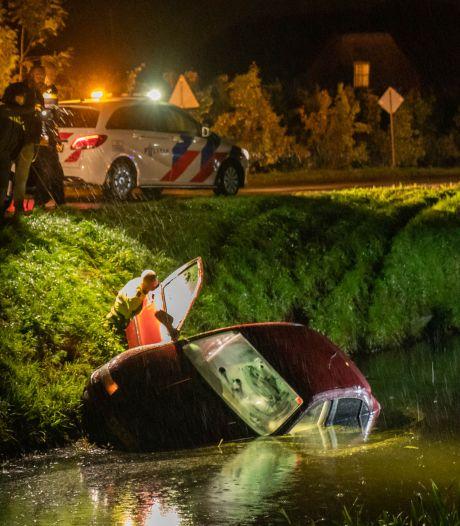 Auto bij Schalkwijk te water, bestuurder spoorloos