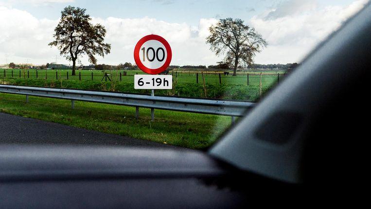 Overdag ligt de snelheid op de A2 op 100 kilometer per uur, 's avonds en 's nachts op 130. Beeld anp