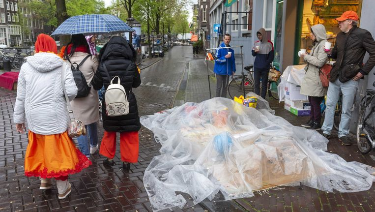 Regenachtige Koningsdag in Amsterdam Beeld anp