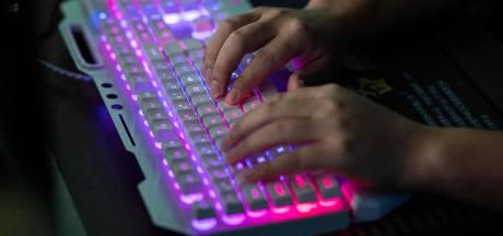 Veenendaalse superhacker (25) die 11 bedrijven plat legde mag niet naar huis: 'Hij heeft genoeg aan een usb-stick'