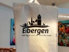 Skyline van Eibergen vastgelegd op duurzame tas