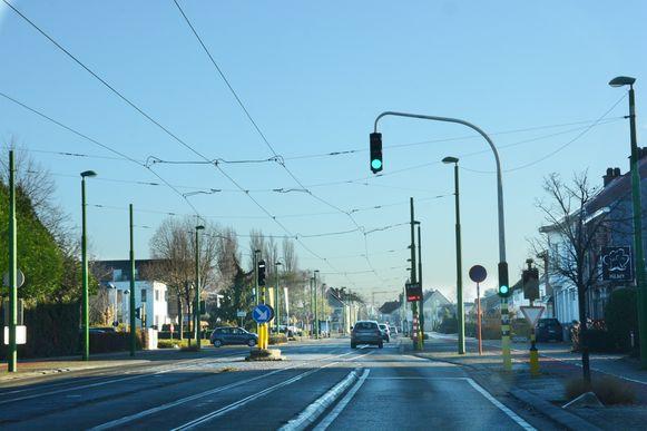 Ter hoogte van het kruispunt Hof ter Reijen komt een intelligente sturing van de verkeerslichten. Nu springt het licht enkel op rood als er een tram of bus nadert.