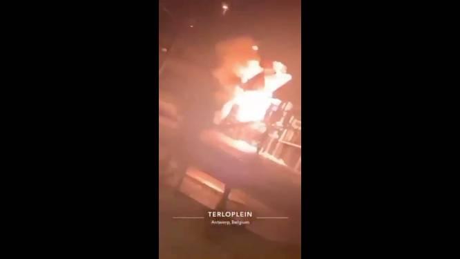 VIDEO. Vuurwerkbom steekt speelhut Terloplein in lichterlaaie