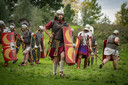 De 'Romeinen' tijdens het re-enactment van de Bataafse Opstand in Arnhem-Zuid.
