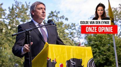 Onze opinie. Vlaanderen toont te weinig initiatief om de bureaucratie en regelneverij aan te pakken. Tot dan zal de leeuw niet klauwen, alleen een beetje krabben