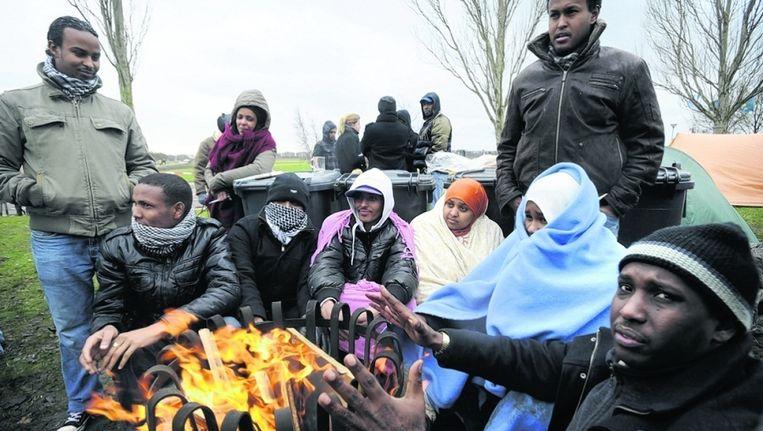 Een groep uitgeprocedeerde Somalische asielzoekers protesteerde in november bij Ter Apel tegen uitzetting. Beeld ANP