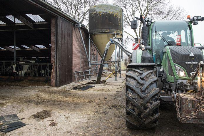 Mestkelders in Oost-Nederland raken vol doordat boeren de mest niet uit kunnen rijden op het land.