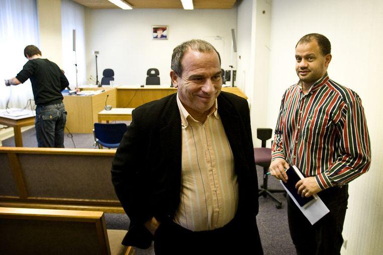 Opiniepeiler Maurice de Hond verlaat de rechtszaal van het gerechtshof in Amsterdam. (Archieffoto) Beeld anp