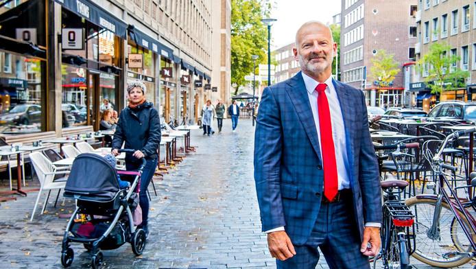 Wethouder Ronald Schneider vindt de voorraad goedkope woningen in Rotterdam te groot.