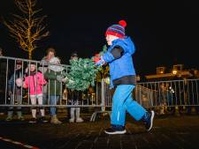 In Strijen smijten ze de kerstboom over de splinternieuwe Kaai