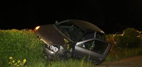 Auto van de weg geraakt in Den Bosch, bestuurder spoorloos