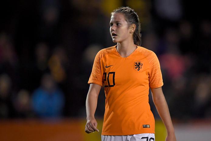 Lotje de Keijzer speelt met Oranje O17 de halve finale van het EK.