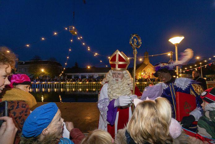De aankomst van Sinterklaas in Vriezenveen heeft dit jaar voor het eerst plaats aan het eind van de middag.