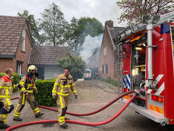 Bij de brand aan de Donizettiplaats in Twello kwam veel rook vrij.