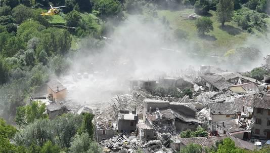 De aardbeving in Centraal-Italië trof ondermeer het stadje Pescara del Tronto, dat volledig in puin ligt.
