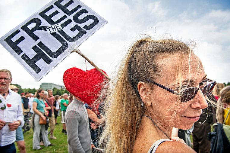 'Liefde', 'vrijheid', de 'waarheid' en 'verbinding' worden bezongen. Beeld Guus Dubbelman / De Volkskrant