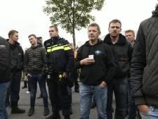 LIVE | Boeren gaan te voet brief ophalen bij burgemeester, weg weer vrij voor vrachtwagens