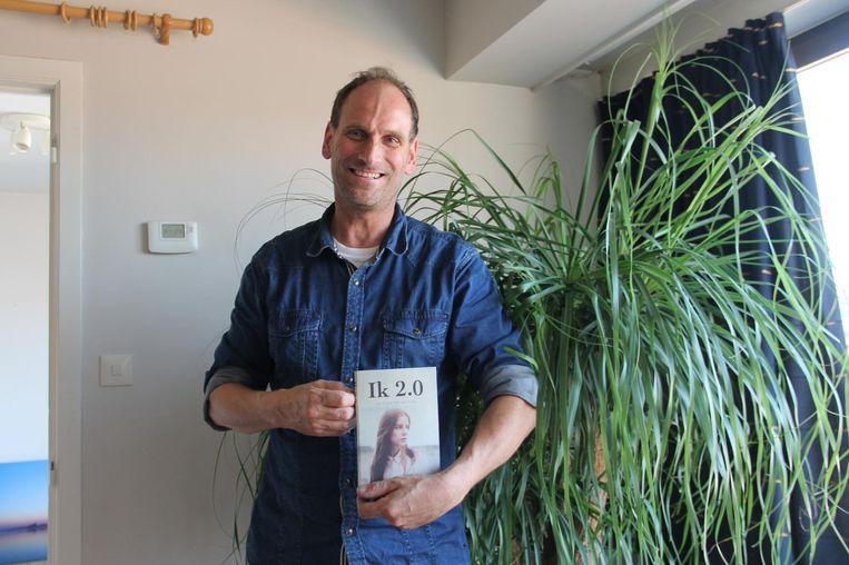 Interieurbeplanter Koen Van der Cruyssen met Ik 2.0, zijn tweede boek.