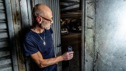"""Bewoner voert eenzame strijd tegen staat flatgebouw: """"Vocht, ongedierte en afbrokkelend beton. We rotten hier weg"""""""