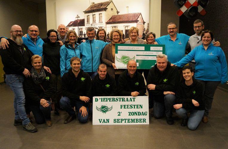 De opbrengst van de jongste editie van d'Ieperstraatfeesten is voor vzw Kiekafobee