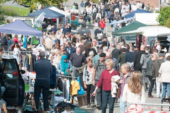 Rommelmarkten, zoals hier op een archieffoto in Zegelsem, zijn en blijven enorm populair bij ons.