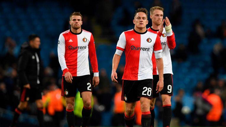 Feyenoord-spelers Bart Nieuwkoop, Jens Toornstra en Nicolai Jorgensen verlaten het veld na afloop van de wedstrijd tegen Manchester City afgelopen dinsdagavond. Beeld afp