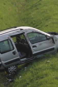 Vrouw uit Rhenen overleden na auto-ongeluk op de A15, dochtertje gewond