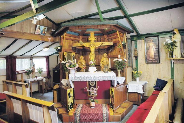 Interieur van de kapel. Eens per week is er een viering, die een handjevol mensen trekt. Beeld Werry Crone