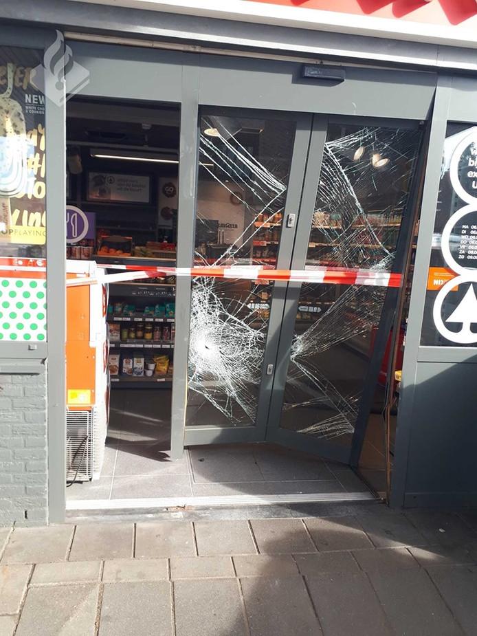 Schade bij een tankstation in Uden.
