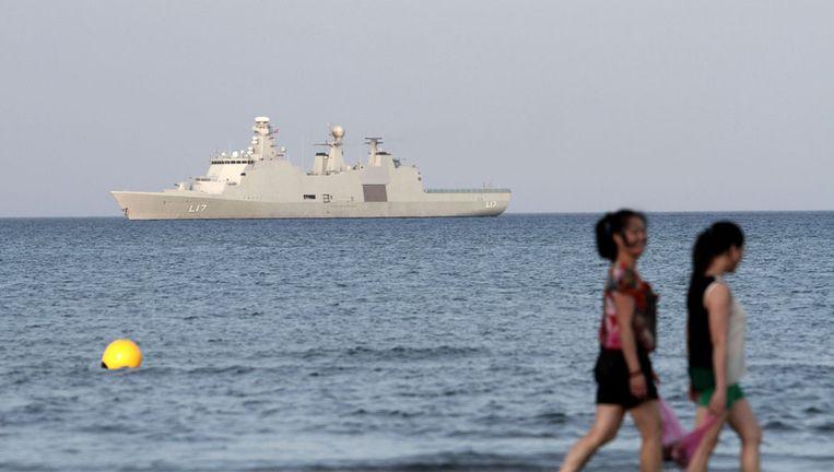 Het Deense marineschip HDMS is betrokken bij de verwijdering van chemische wapens uit Syrië. Beeld afp