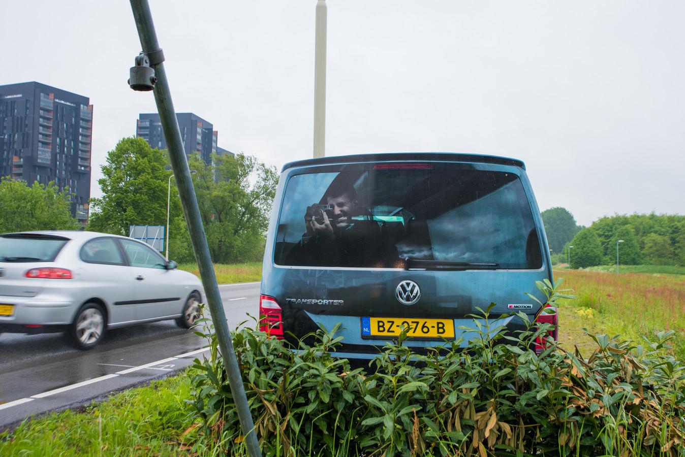 Nepflitsbusje langs zuidelijke rondweg in Breda